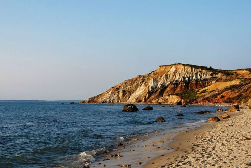 800px-Gay_Head_Cliffs_-_Aquinnah_-_Martha's_Vineyard_-_MA_-_USA